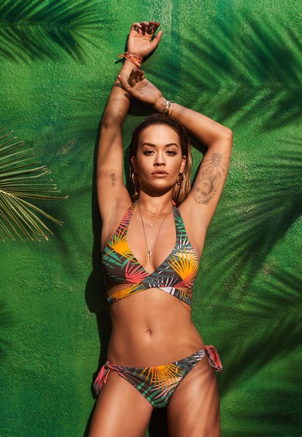 Rita Ora'dan seksi kareler!