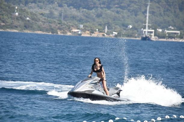 Lara Surol tatil sezonunu Bodrum'da açtı