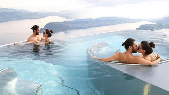 Sıcak havuzda romantizm! Pelin Akil ve Anıl Altan, İsviçre'de!