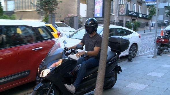 Burak Özçivit motosikletiyle yollarda!