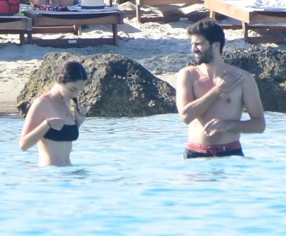Kaan Urgancıoğlu ile Zeynep Oynak'ın aşk tatili!