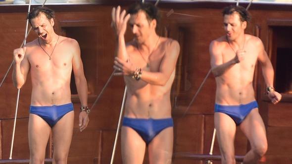 Mehmet Günsür mavi turda! Teknede dans!