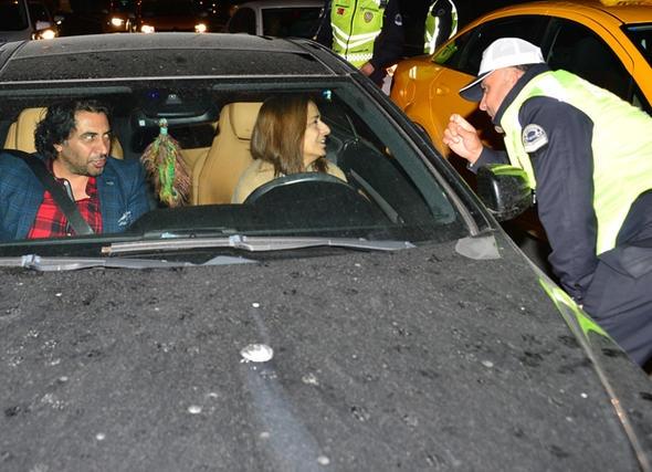 Yıldız Tilbe o polisi görünce...