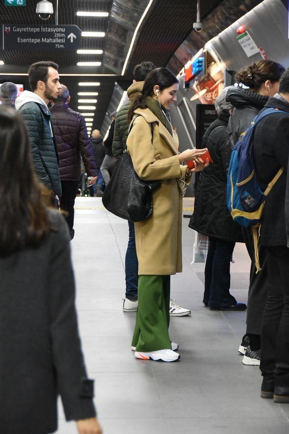 Ahu Yağtu metroda görüntülendi!