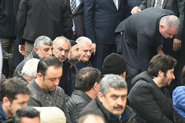 Ayşen Grudanın Cenazesinde Fotoğraf Kavgası
