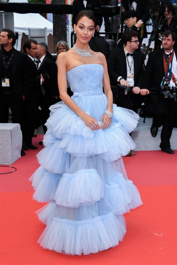 Dilan Çiçek Deniz, Cannes'ı büyüledi!
